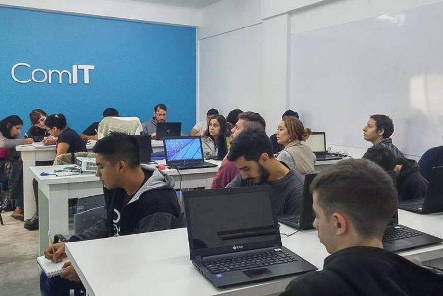 Cablevisión-Fibertel y ComunidadIT capacitaron en Programacióna jóvenes de la Ciudad Autónoma de Buenos Aires