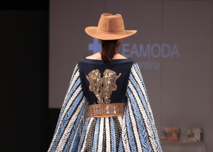 La Escuela Argentina de Moda continúa apoyando a los diseñadores emergentes y el diseño sustentable