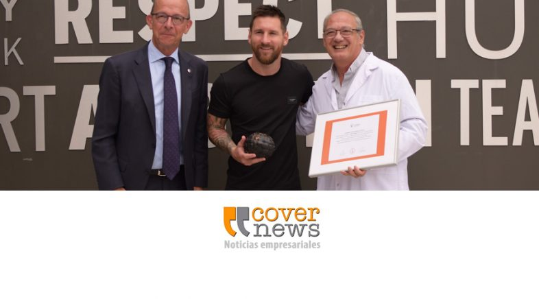 Messi recibe el «Balón Educativo» de Scholas
